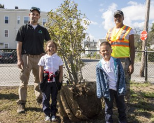 Two Breen students with 2 workers in front of new tree